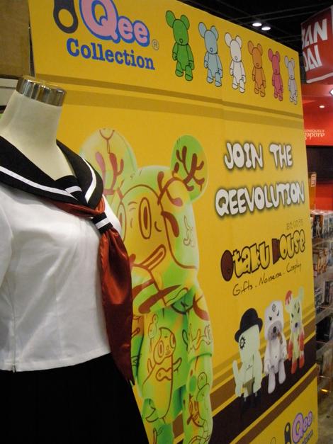 Jigoku Shoujo costume beside the 'Return of Qee' poster